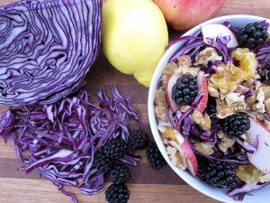 Rødkålsalat med brombær