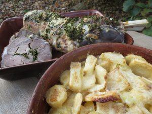 Stegt lammebov og gratinerede rodfrugter